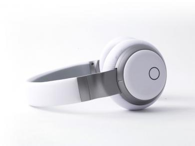 Headphones with Built-In Music Streaming   Pilerats