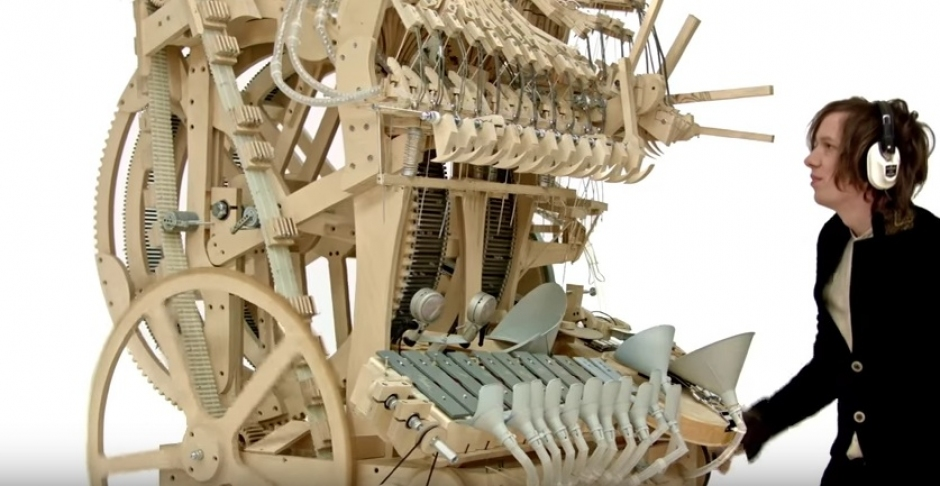 Prepare to have your mind blown by a music box running on 2000 marbles