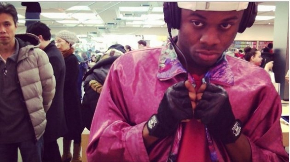 Rapper Records Entire Album At The Apple Store