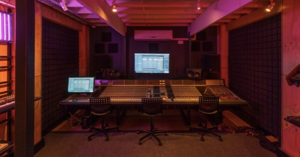 Amazing A Guide To Building Your Own Recording Studio With Tigerilla Largest Home Design Picture Inspirations Pitcheantrous