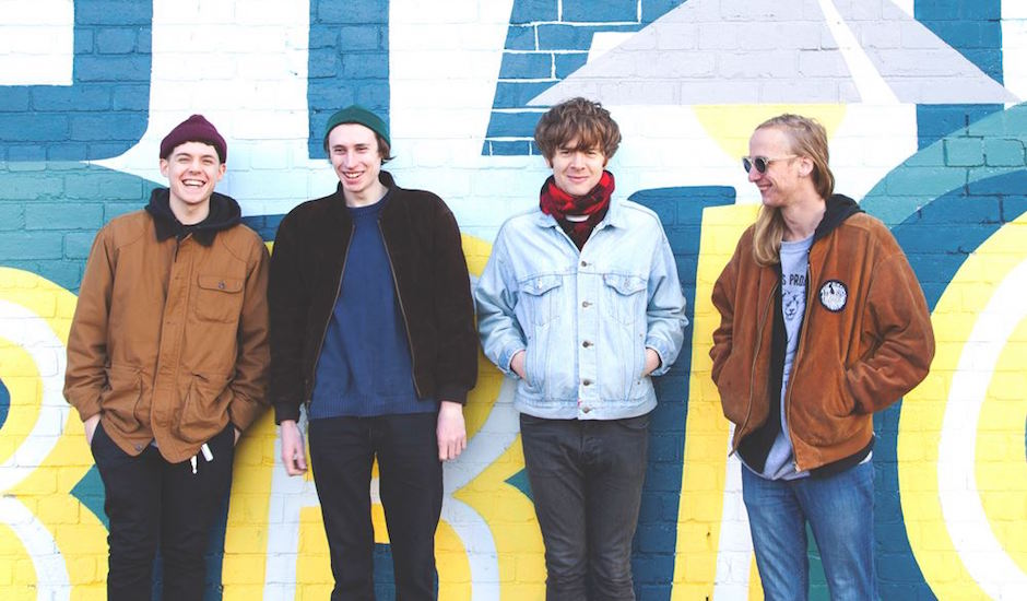 Premiere: Best Friends - If You Think Too Much Your Brain Will Fall Out