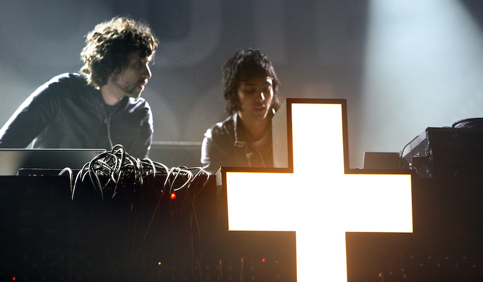 Listen to a new 2-hour Justice mix cuz '07 electro is coming back baby