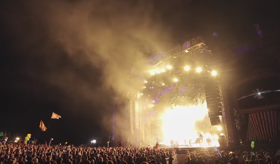 Double drop some feels with this stunning video of RÜFÜS DU SOL performing No Place live